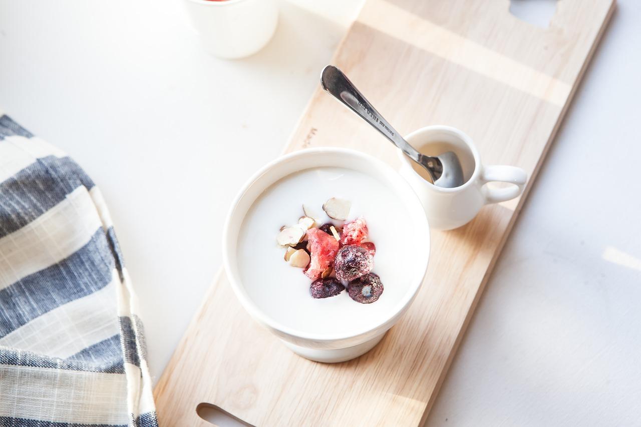 【風邪・インフル対策】花畑牧場の牛乳を使ってR-1ヨーグルトを作ってみたら、まるでカスピ海ヨーグルトのような食感!