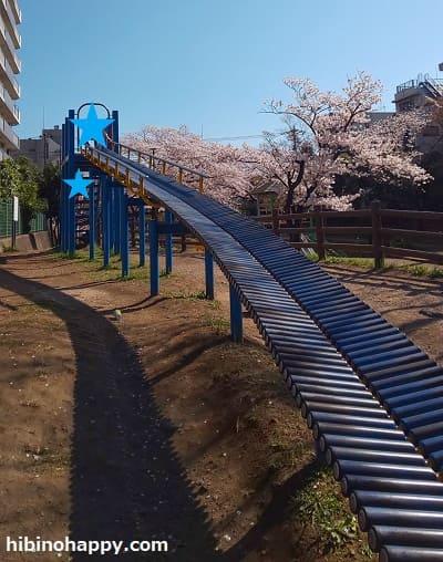 大横川親水公園・ちびっこ広場のローラーすべり台