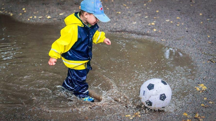 【キッズ・防水スニーカー】雨の日でも長靴を履きたくない小学生に!濡れずに履き心地もよいおすすめ防水靴特集