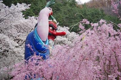 戸倉宿キティパークの天狗と桜