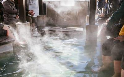 温泉地の足湯